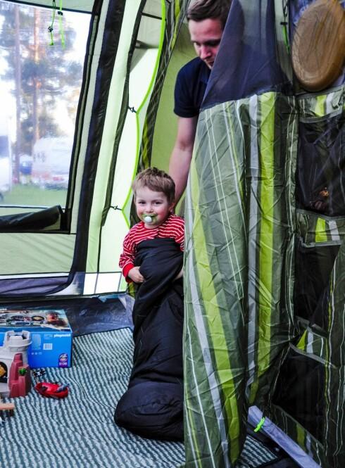 <strong>ERFAREN CAMPER:</strong> Fire år gamle August drar gjerne på luksus-camping igjen. Foto: Privat