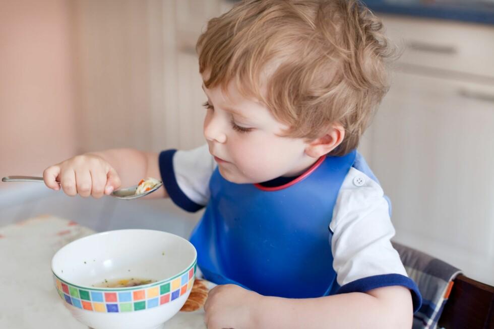 FORSKJELLIG PRAKSIS: Foreldre reagerer på at enkelte barnehager tvinger barna til å spise opp maten sin.  Foto: Shutterstock