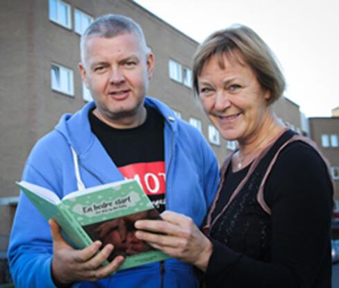 STÅR BAK: Inger Pauline Landsem og fotograf Stig Brøndbo. Foto: Frank R. Roksøy