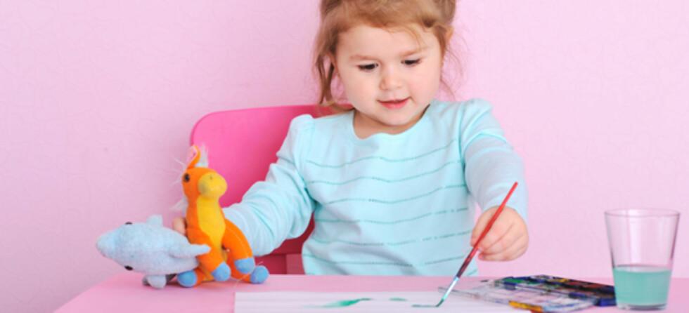 HVILKEN HÅND: Ved treårsalder vil man hos mange se hånddifferensiering, sier barnefysioterapeut. Foto: Shutterstocka