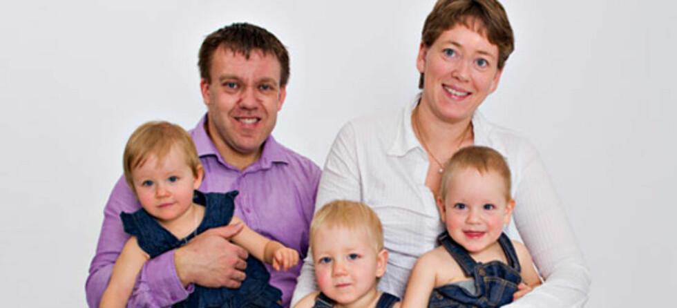 En lykkelig familie på fem - mot alle odds! Foto: www.FotografenEide.no