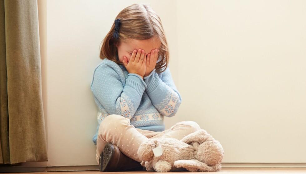 BLIR REDDE: Brann er en skremmende opplevelse. Noen barn kan finne på å gjemme seg fordi de ikke vet hva de skal gjøre. Foto: NTB Scanpix