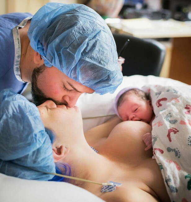 NÆRHET: Selv om operasjonen kanskje ikke er så romantisk i seg selv, kan det oppstå mange varme øyeblikk etterpå. Foto: www.monetnicole.com