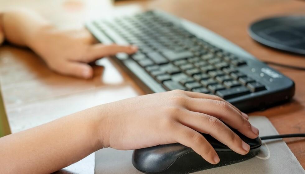 BARN SER PORNO PÅ NETTET: Bør foreldre sette pornosperrer på pc, mobil og nettbrett? Foto: NTB Scanpix