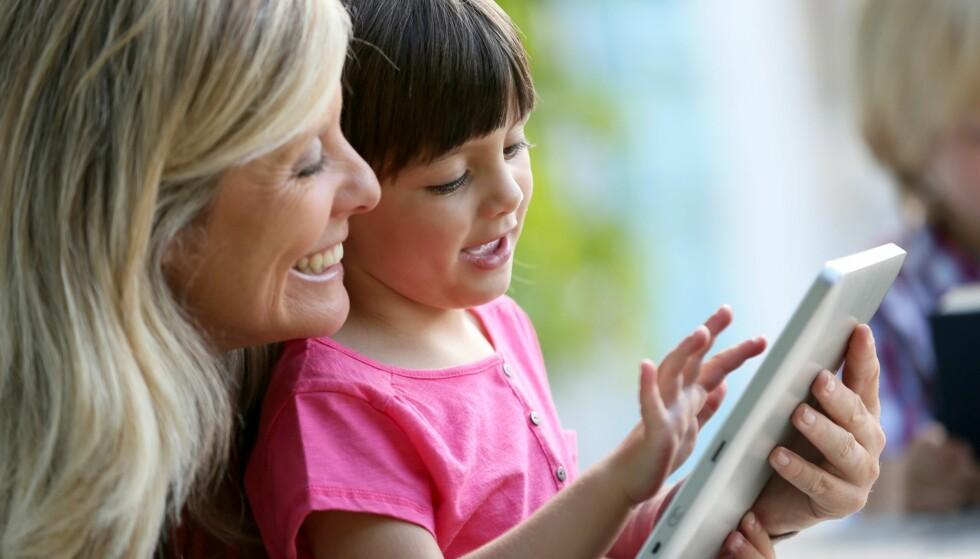 BRUK AV NETTBRETT I BARNEHAGEN: I barnehagen skal barna lære hva som er god bruk av nettbrett. Foto: NTB Scanpix