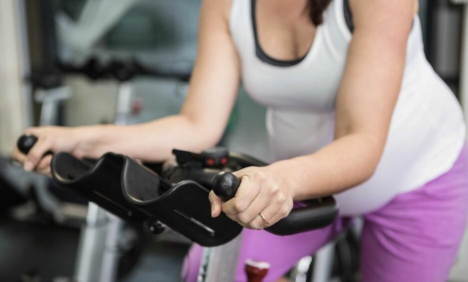 HARDTRENING SOM GRAVID: Er det ok å drive med spinning og annen trening med høy intensitet når man er gravid? Foto: NTB Scanpix