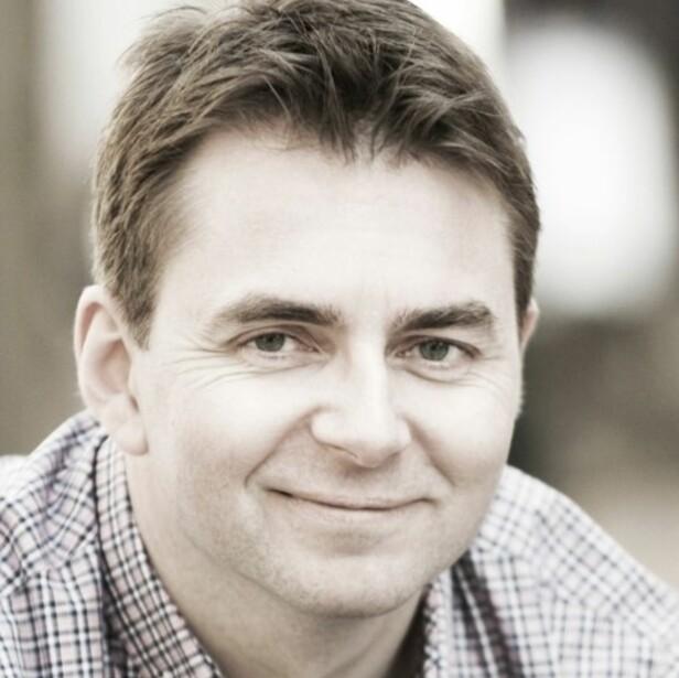 BENYTTER SEG AV KARPS METODE: Hans Holter Solhjell bruker Karps teknikker for å hjelpe foreldre med barn som gråter mye eller som har kolikk. Foto: Privat