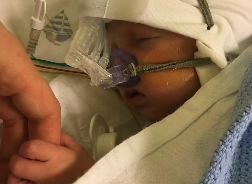 RS-VIRUS HOS BABY: Nicolai (2 mnd) er en av mange babyer som har blitt innlagt på sykehus med RS-virusinfeksjon i vinter. Foto: Privat