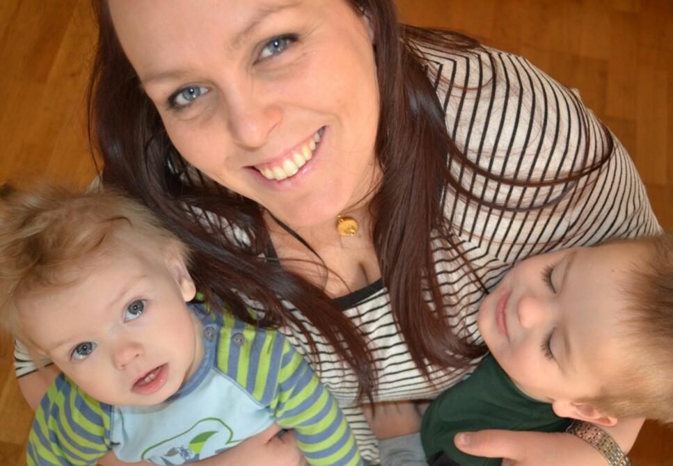 <strong>HJEMMEVÆRENDE MAMMA:</strong> Linda har valgt å være hjemmeværende mor for alle sine åtte barn, men møter ofte kritikk for valget sitt. Foto: Privat