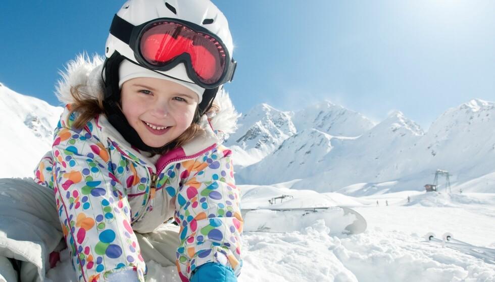 STERK PÅSKESOL: Vinterblek hud kan lett bli solbrent og i år er det ekstra viktig med god beskyttelse mot solen. Foto: NTB Scanpix