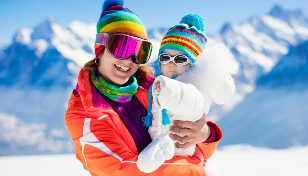 HUSK SOLBRILLER!: Også de aller yngste trenger å beskytte øynene mot den sterke solen. Foto: NTB Scanpix