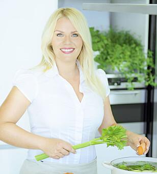 FORETREKKER HJEMMELAGET: - Da har du full kontroll på hva som er i maten din, sier ernæringsrådgiver Carina Hultin Dahlmann. Foto: Mona Nordøy