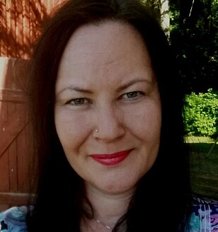 TROR MANGE FØLER PRESS: Lillian Eriksen forteller at hun kjenner til foreldre som har sett seg nødt til å ta opp lån for å finansiere konfirmasjonen. Foto: Privat