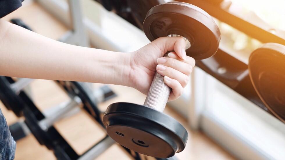 MAGEFETT: En ny studie viser at styrketrening er den beste måten å bli kvitt magefettet på.  Foto: NTB Scanpix