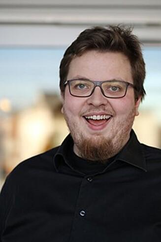 IKKE FARLIG Å SNAKKE OM SELVMORD: Men hvordan det gjøres er avgjørende, mener Adrian Lorentsson fra Mental Helse Ungdom. Foto:  Mental Helse