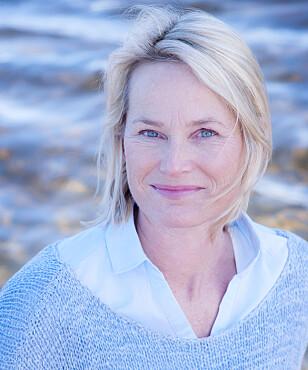 <strong>HJELPER FORELDRE:</strong> Coach Nina L. Behncke erfarer at mange foreldre er bekymret over hvor mye tid tenåringene tilbringer på mobilen sin. Foto: Privat