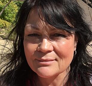 LEGG BORT MOBILEN I FERIEN: Familieterapeut Eva Henriette Mohn tror mange barn blir lei seg av at foreldre stadig bryter kontakten for å sjekke mobilen. Foto: Privat