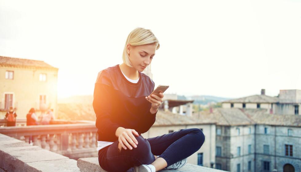 MYE PÅ SOSIALE MEDIER: Vi bruker mye tid på sosiale medier og apper.
