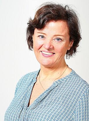 ØV PÅ Å BRUKE REDNINGSVEST: Kristin Wiig Sandnes i Redningsselskapet anbefaler at man lar barna få øve på å svømme med redningsvest på. Foto: Redningsselskapet