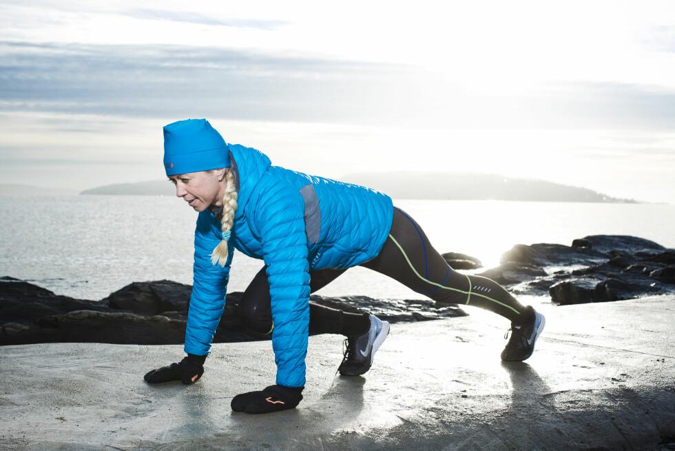 MOUNTAIN CLIMBER: Denne øvelsen er bra for å trene magemusklene. Foto: Astrid Waller