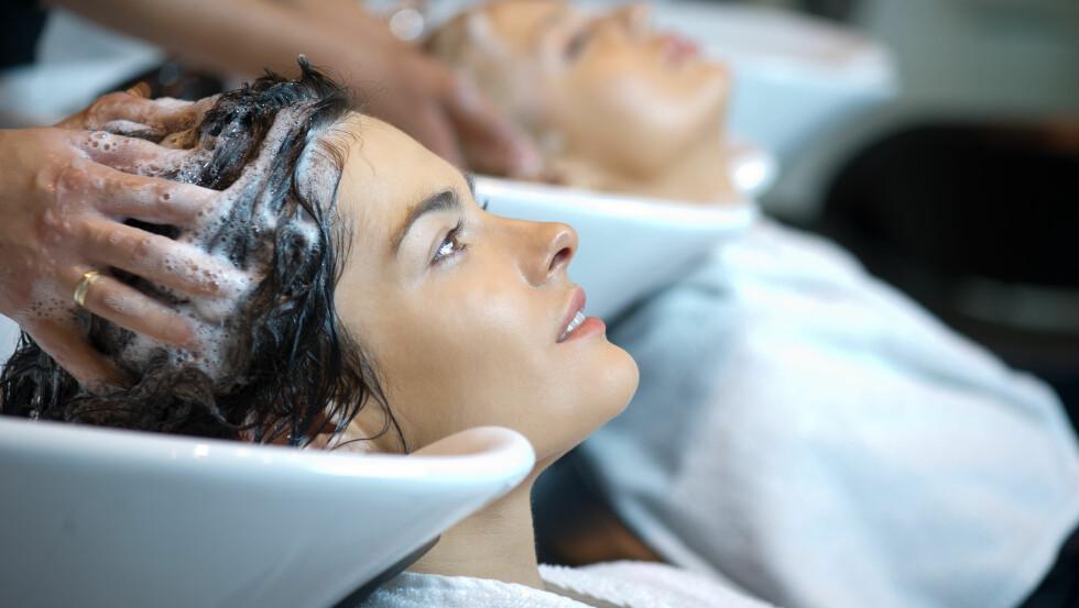 SMÅPRAT HOS FRISØREN: Føler du også deg litt forpliktet til å skravle med frisøren? Foto: Shutterstock