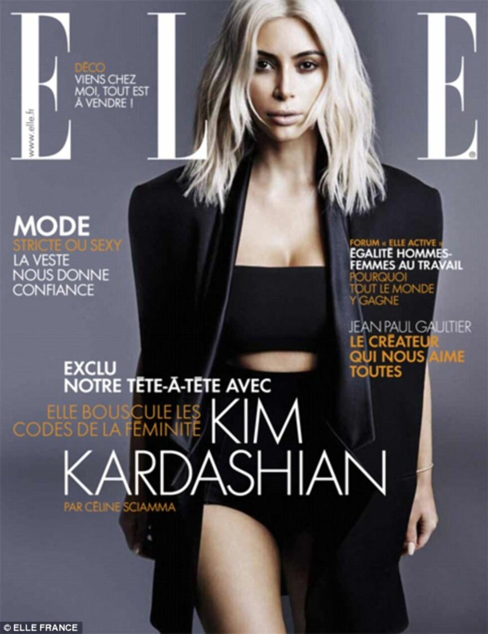 FORSIDEPIKE: I tre uker hadde Kim Kardashian den blonde hårsveisen, og rakk å posere for franske ELLE, før hun farget håret mørkt igjen. Foto: Faksimile ELLE FRANCE