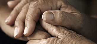 Deler hemmeligheter og ønsker forsoning på dødsleie