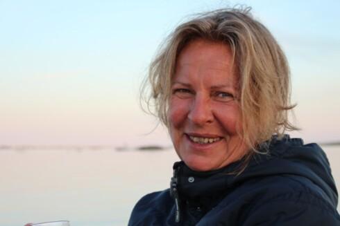 PRØVER Å LETTE: Etter å ha mistet datteren i kreft, har Anne Fi arbeidet utrettelig for å gi andre kreftrammede ungdommer en litt lettere hverdag. Foto: PRIVAT