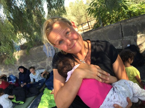 MÅTTE BIDRA: Det var etter en ferietur i sommer, at fembarnsmamma Trude fikk høre om andre som hadde dratt helt fra Canada til Hellas for å hjelpe. Siden ble det umulig for henne å ikke bidra. Foto: PRIVAT