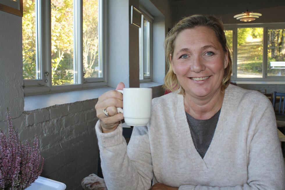 ENSOMT: - Jeg savner å kunne prate med andre kvinner som har lungekreft. Mange sitter alene med sykdommen sin og tør ikke å ta kontakt med for eksempel Lungekreftforeningen, sier Cecilie. Foto: Sissel Jøranlid