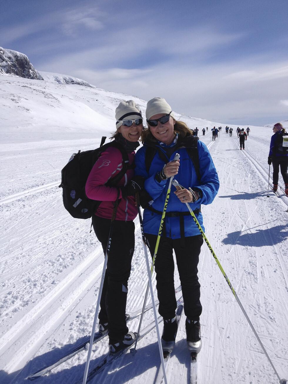 FRISK INNSATS: Skirennet Cecilie gikk sammen med gode venninner, bare få måneder etter at hun hadde fått lungekreftdiagnosen, ble en fin opplevelse.  Foto: Privat