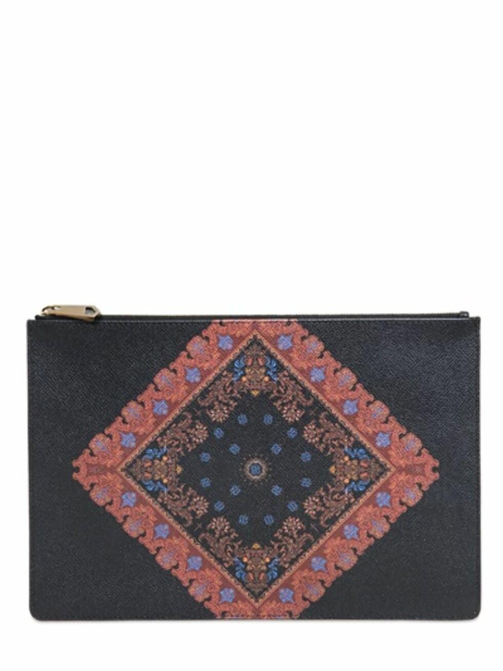 Clutch fra Givenchy via Luisaviaroma.com, før kroner 3243 - nå kroner 2270. Foto: Luisaviaroma.com