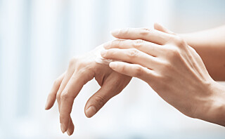 Derfor bør du bruke hansker og smøre hendene ofte nå