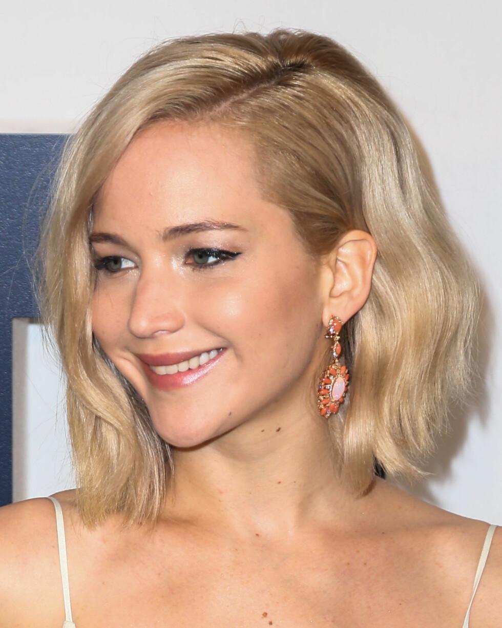 KORT HÅR: Det gjør ingenting om du har langt eller kort hår, bare se hvordan skuespiller Jennifer Lawrence tar i bruk trendfrisyren til sitt korte hår! Foto: Splash News