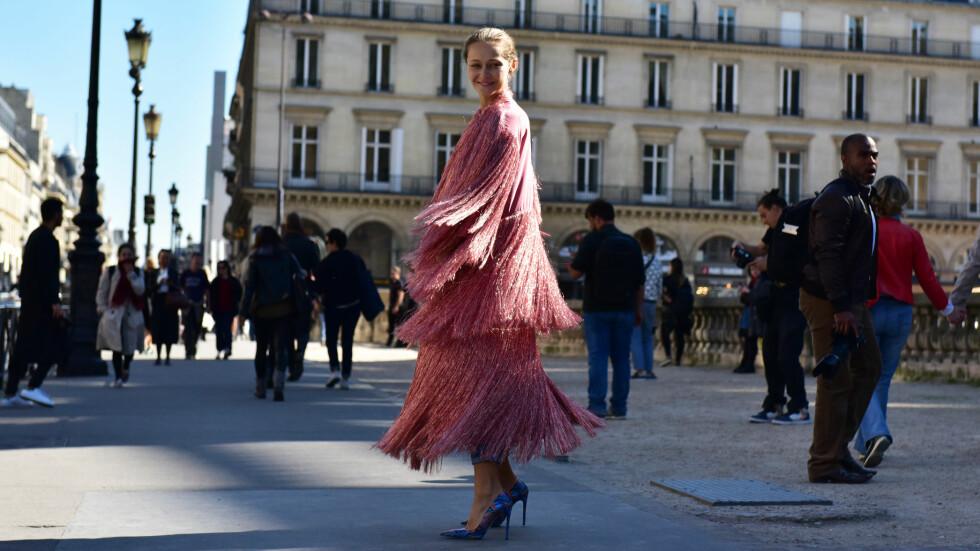<strong>ROSA:</strong> Gjør som blogger Daria Shapovalova og gå for et antrekk hvor rosa står i fokus, eller kombiner en rosa genser med et par kule jeans. Nederst i saken kan du shoppe masse rosa plagg! Foto: DPA
