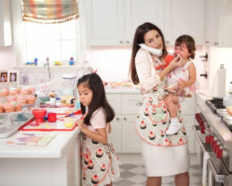 TV-BABYER: Charlotte York, som spilles av Kristin Davis, har både en adoptivdatter og en biologisk datter. Kristin Davis selv har adoptivdatteren Gemma Rose, som faktisk er oppkalt etter den yngste av rollekarakterens døtre. Foto: HBO