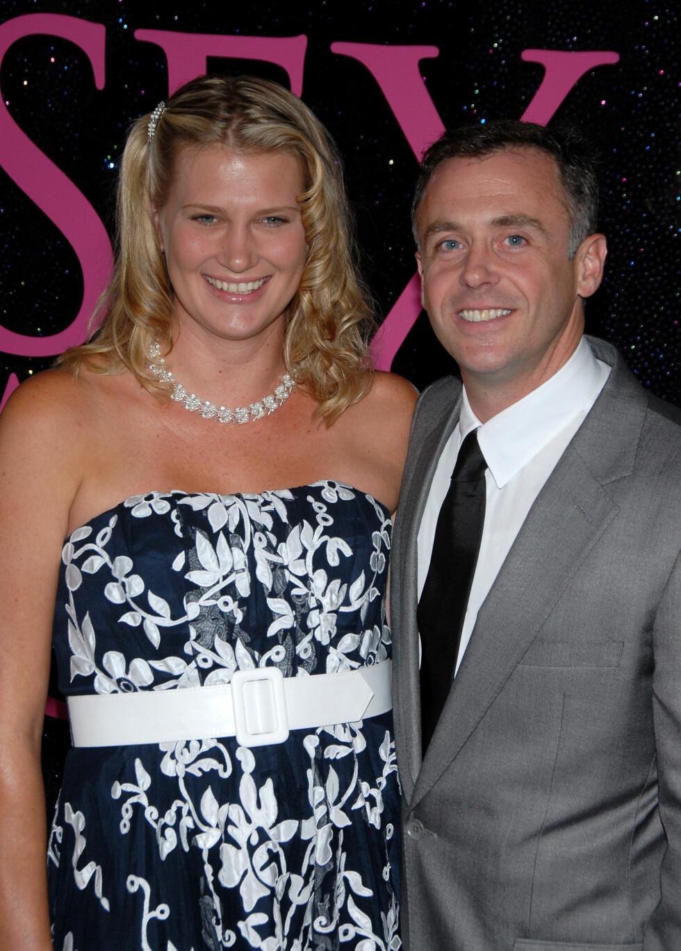 KONA: David Eigenberg spilte Miranda Hobbes sin ektemann Steve Brady. Her med sin egen kone Chrysti Eigenberg under premieren av den første «Sex og singelliv»-filmen i 2008. De har to barn sammen. Foto: NTB Scanpix