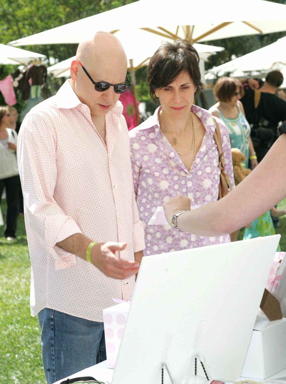 FANT LYKKEN MED ITALIENER: Evan Handler, som spilte Harry Goldenblatt, er gift med den italienske kjemikeren Elisa Atti. Sammen har de ett barn. Foto: NTB Scanpix