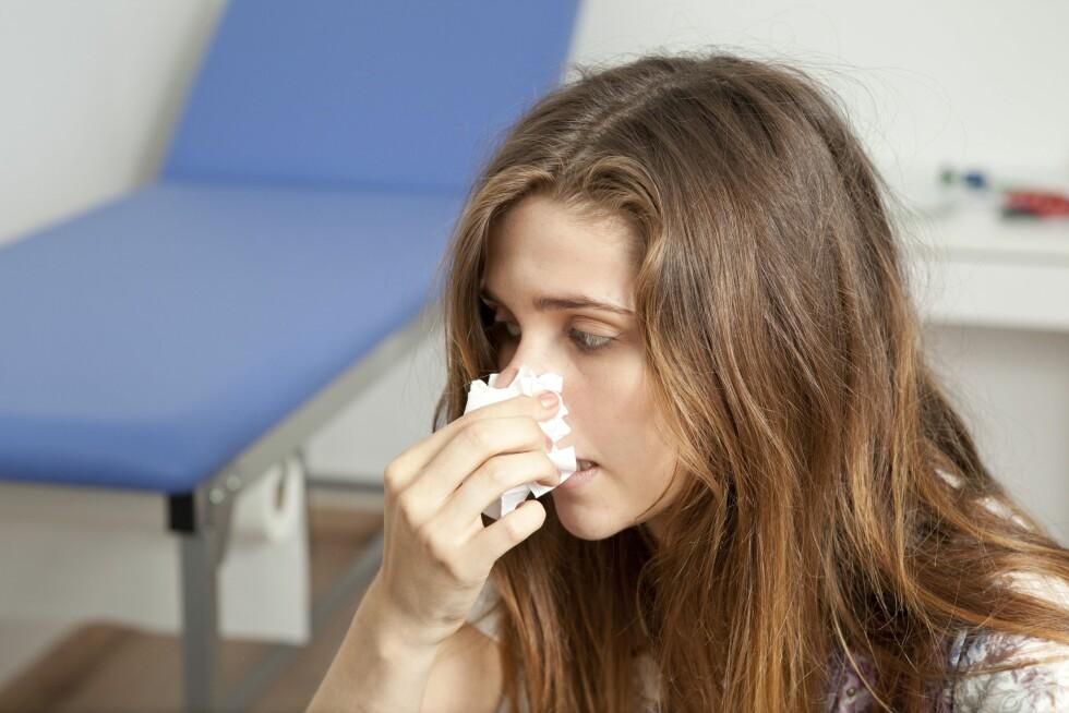 TETT NESE: Man kan bli både fysisk og psykisk avhengig av nesespray. Mange har nesesprayen lett tilgjengelig hvor enn de går.  Foto: REX/Media for Medical / UIG/All Over Press