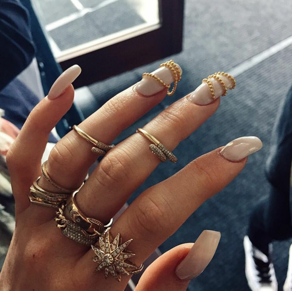 NEGLEKUNST: Nok en gang prøver Kylie Jenner ut noe nytt på neglene! Kunne du prøvd dette? Foto: Xposure