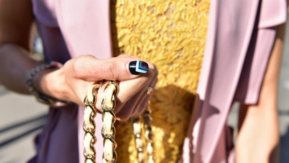 PÅ NEGLENE: Flere kjendiser og it-jenter går for kunst på neglene nå. Er dette noe du kunne tenkt deg å prøve? Foto: DPA