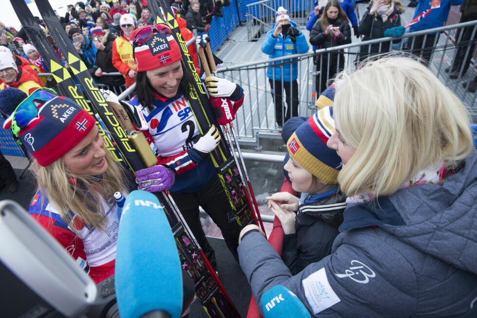 SPORTY MØTE: Prinsesse Ingrid Alexandra møtte to ski-dronninger under Ski-VM i Falun i februar - nemlig gullvinner Therese Johaug og sølvvinner Marit Bjørgen. Foto: Terje Bendiksby / NTB scanpix Foto: NTB scanpix