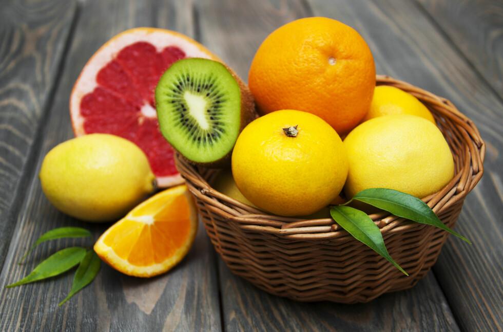 HELSEGEVINST: Å få i deg sitrusfrukter som appelsin, sitron og lime gjør underverker for helsen ifølge ny undersøkelse. Foto: Shutterstock / Es75