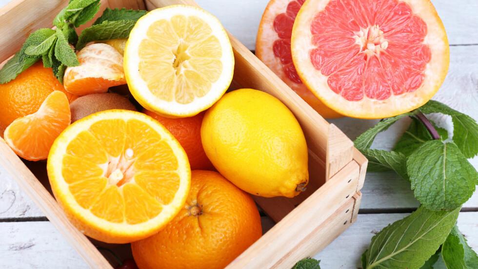 SITRUSFRUKTER: Sitrusfrukter smaker ikke bare godt, de er også proppfulle av vitaminer kroppen din har godt av!  Foto: Shutterstock