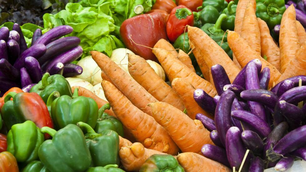 <strong>SE ETTER FARGER:</strong> Sterke farger er en indikasjon på at frukt og grønt er rikt på antioksidanter. Foto: Shutterstock / meaofoto