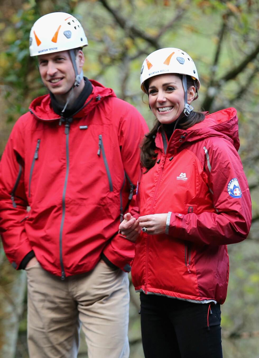 <strong>SPORTY:</strong> Hertuginne Kate og prins William var sporty antrukket da de deltok på et klatreevent i England i november. Også de matchet i rødt. Foto: NTB Scanpix