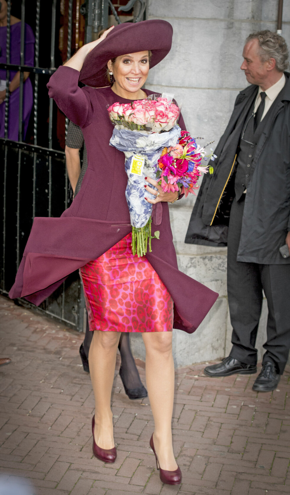 <strong>SÅ HATTEN PASSET:</strong> Dronning Maxima i et burgunderrødt antrekk under en offisiell tilstelning i Amsterdam i oktober. Foto: NTB Scanpix