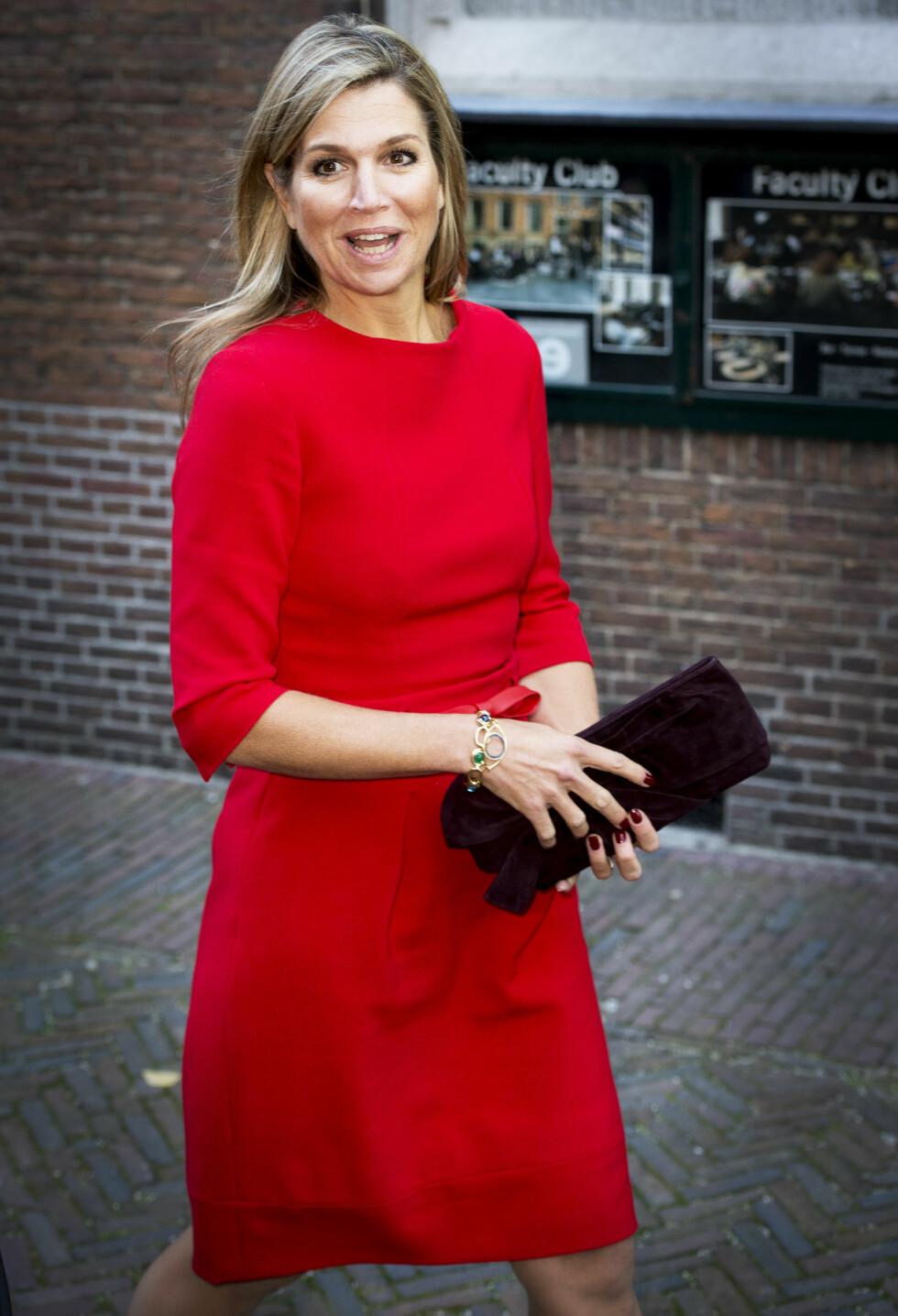 <strong>ENKEL KJOLE:</strong> Den argentinskfødte skjønnheten Maxima elsker rødt, og benytter enhver anledning til å ikle seg den friske fargen. Dette er tatt i begynnelsen av oktober. Foto: NTB Scanpix