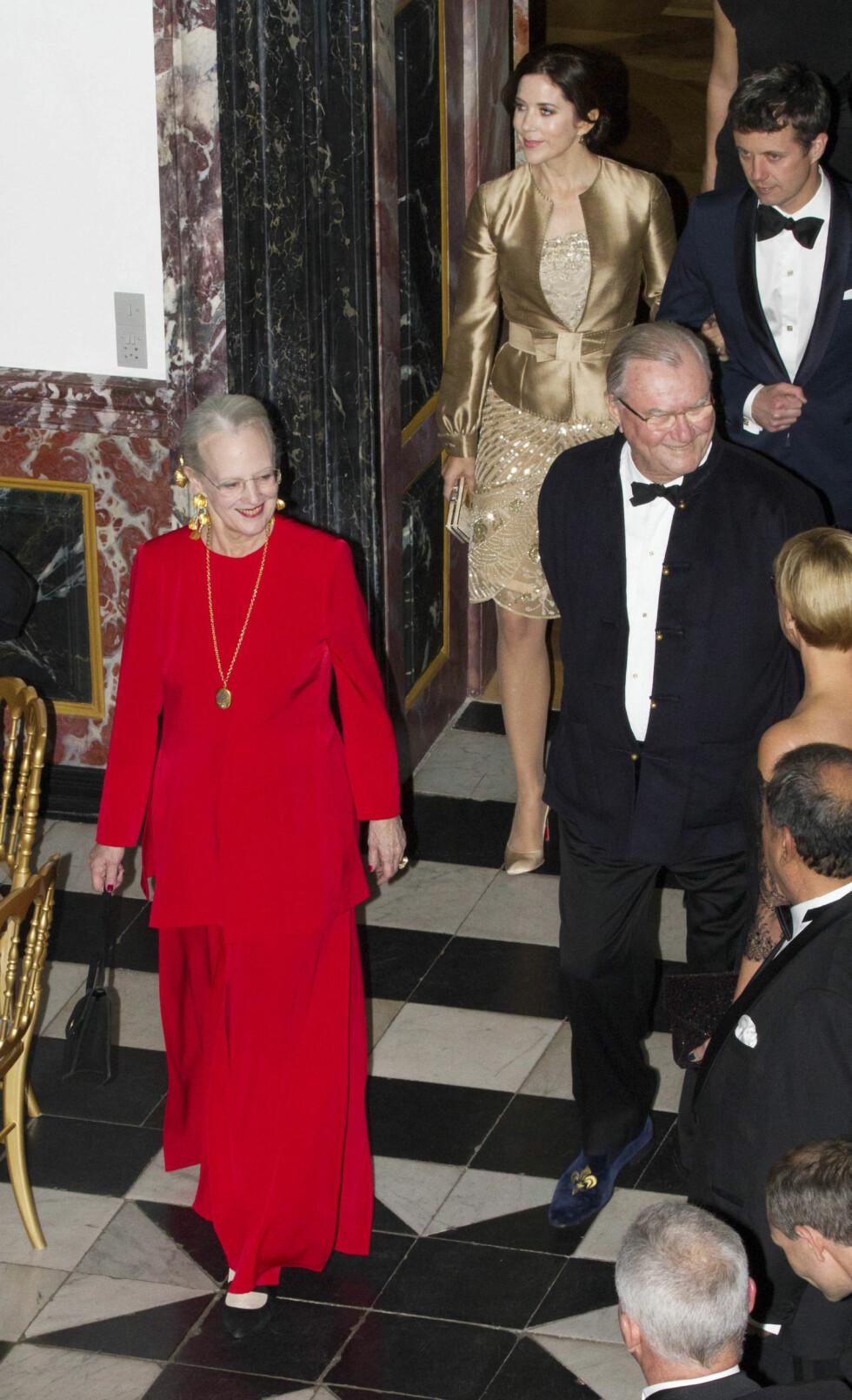 <strong>FRESH:</strong> Dronning Margrethe av Danmark i en rød kreasjon under en tilstelning i 2012.  Foto: NTB Scanpix