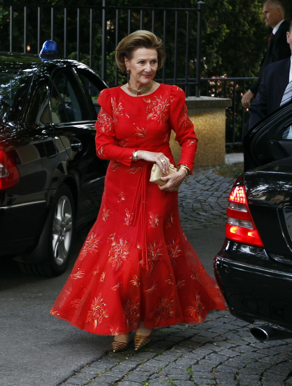 <strong>MOTEFORBILDE:</strong> Dronning Sonja er kjent for sin kreative og modige stilsans, og elsker å ikle seg røde antrekk som tiltrekker seg oppmerksomhet. Her fra et statsbesøk i Kroatia i 2011. Foto: NTB scanpix